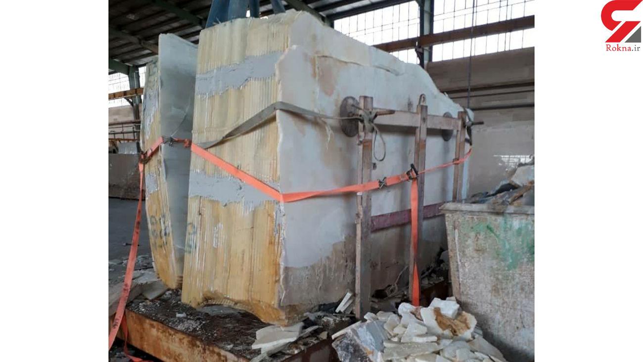 عکس تخت سنگ بزرگ که روی 2 کارگر اصفهانی افتاد/ نجات معجزه آسا از مرگ