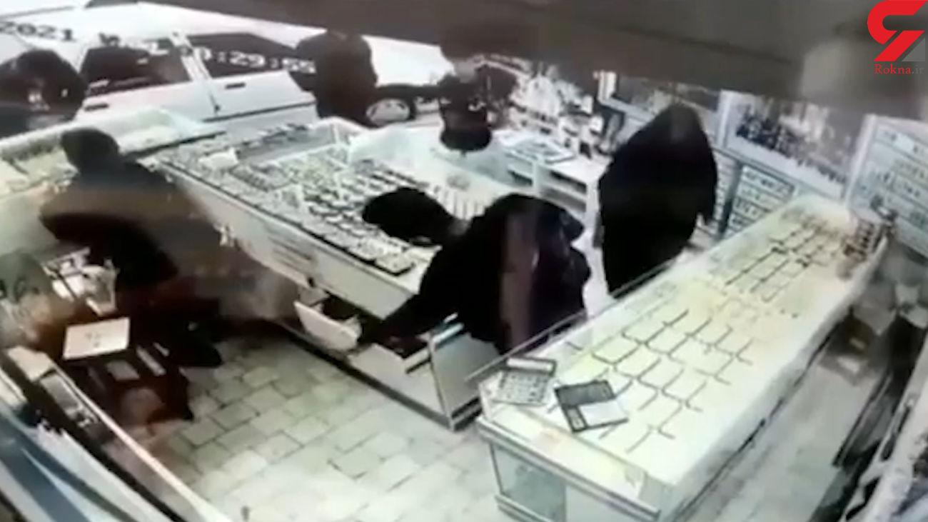 فیلم لحظه سرقت ماهرانه از مغازه مرد مشهدی !