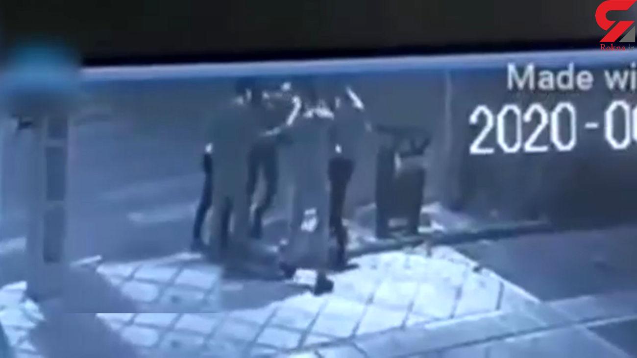 کار زشت 5 جوان با صندوق صدقات در خیابان + فیلم