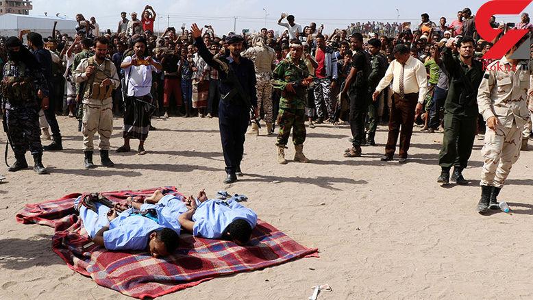 اعدام 2  شیطان با دستان بسته /  گردن محمد 12 ساله را هم بریده بودند + عکس 16+