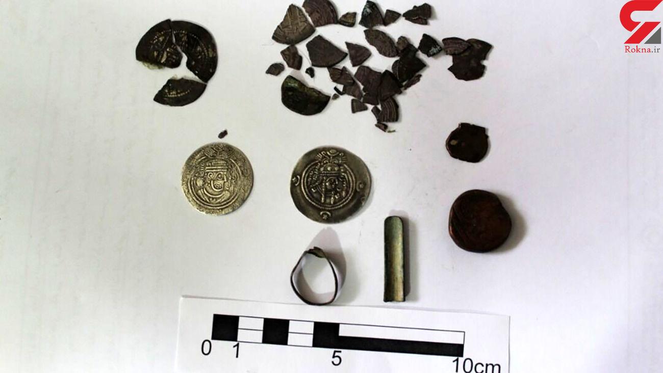 کشف 2 سکه باستانی از حفاران غیرمجاز در پاسارگاد + عکس