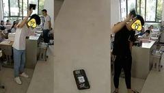 تنبیه عجیب دانش آموزان بخاطر استفاده از موبایل در مدرسه +عکس