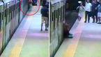 صحنه وحشتناک گیر کردن یک زن میان درهای مترو و کشیده شدن در ایستگاه + فیلم و عکس