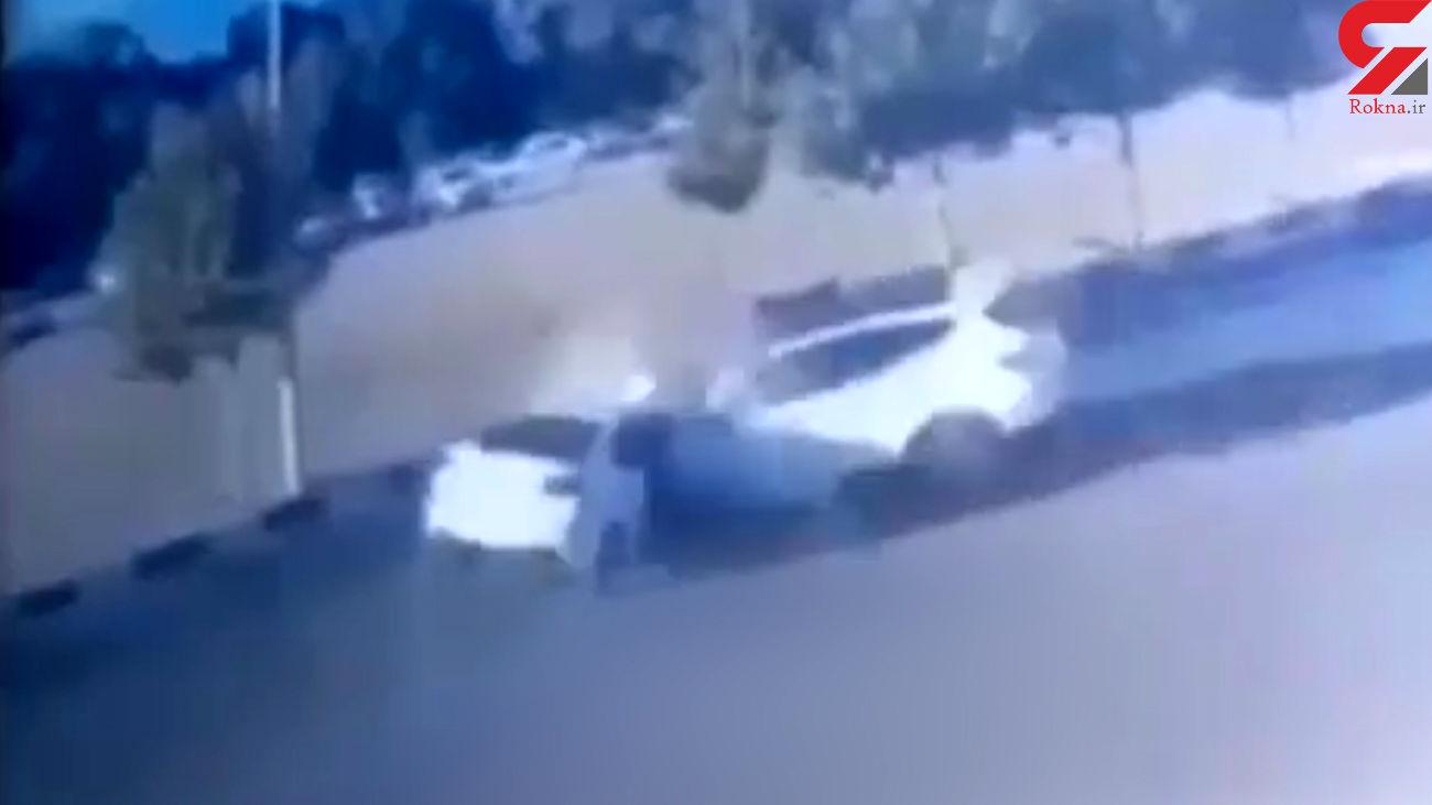 فیلم لحظه شاخ به شاخ 2 خودروی لاکچری در خیابان / در زنجان رخ داد