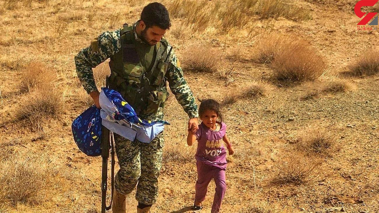 عکسی از مهربانی ارتش ایران با کودک افغان یتیم شده به دست طالبان !