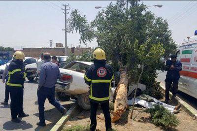 تصادف مرگبار در نجف آباد به علت سرعت زیاد + عکس