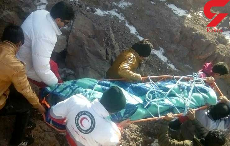 نجات جوان گمشده در کوهستانهای بم