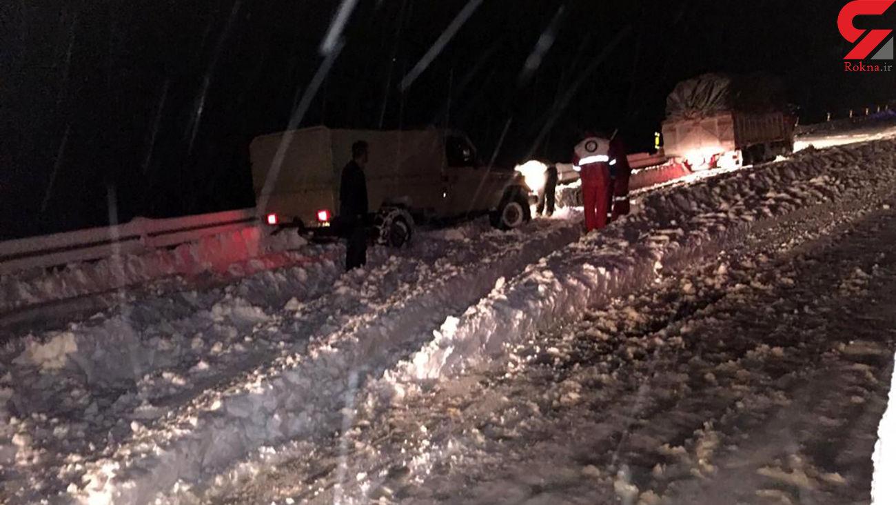 عملیات نجات برای 168 خودروی گرفتار در برف در جاده های کردستان