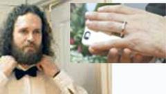 ازدواج با گوشی تلفن هوشمند+عکس داماد و عروس دیجیتالی اش