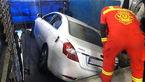 سقوط خودرو در چاله سرویس نمایندگی خدمات پس از فروش!+عکس