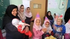 خانم معلم فداکار روستا فخر آباد کوهرنگ تحمل نداشت 9 ماه دانش آموزان را نبیند + عکس