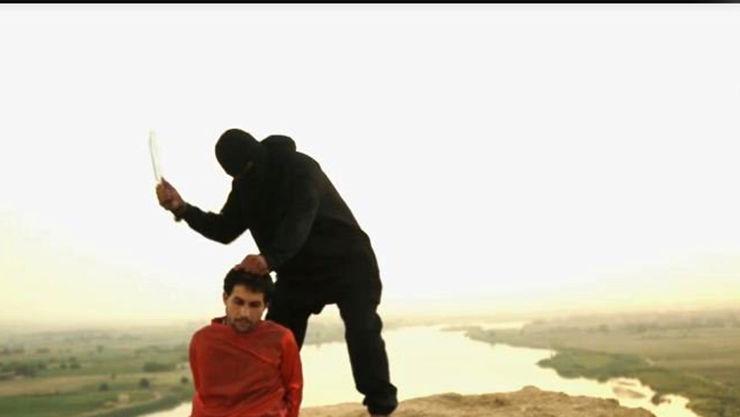 داعش سه نفر را به شکل هولناکی اعدام کرد+تصاویر(+16)