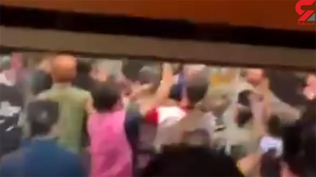 فیلم کتک کاری بازیکنان سپاهان و پرسپولیس در پایان بازی