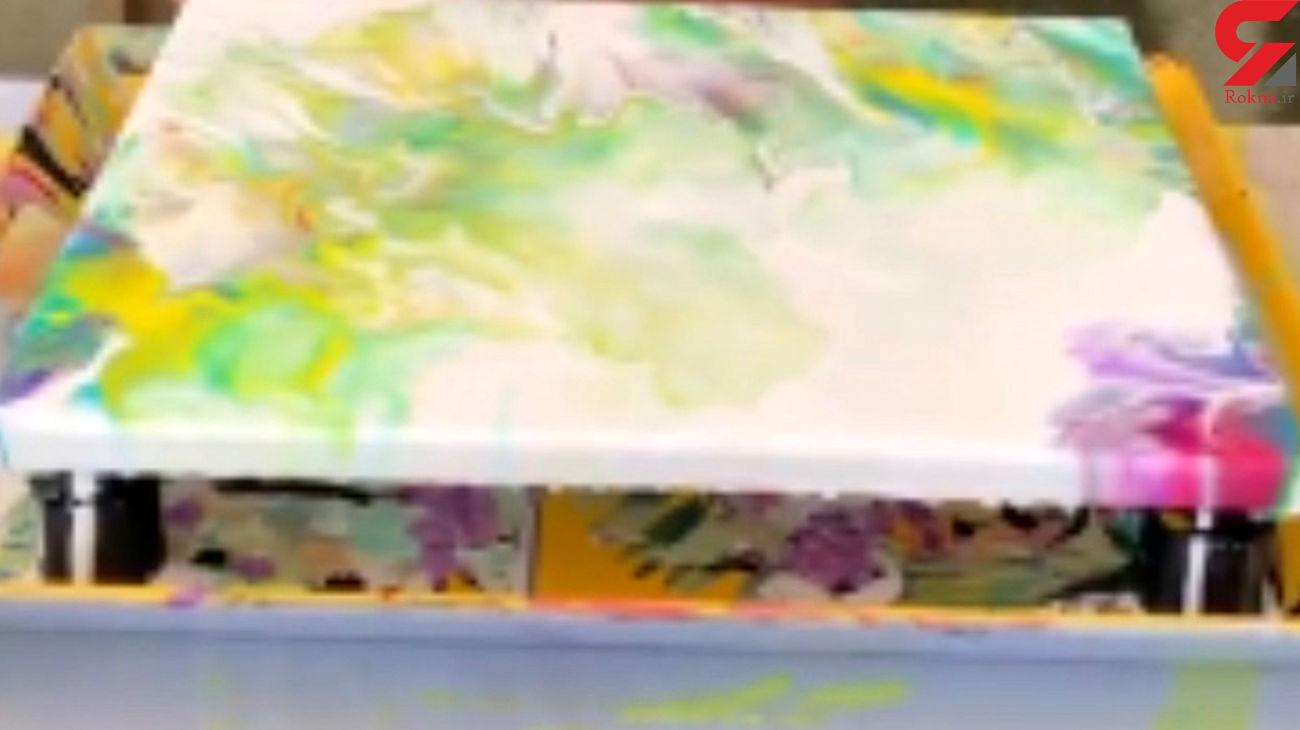 پیرزن نقاش هنرش را به رخ کشید+ فیلم