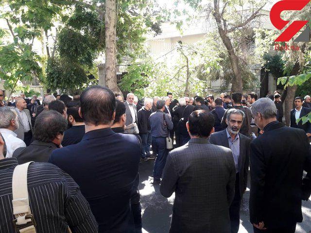 خداحافظی تلخ با پیکر قاسم افشار و دخترش + عکس