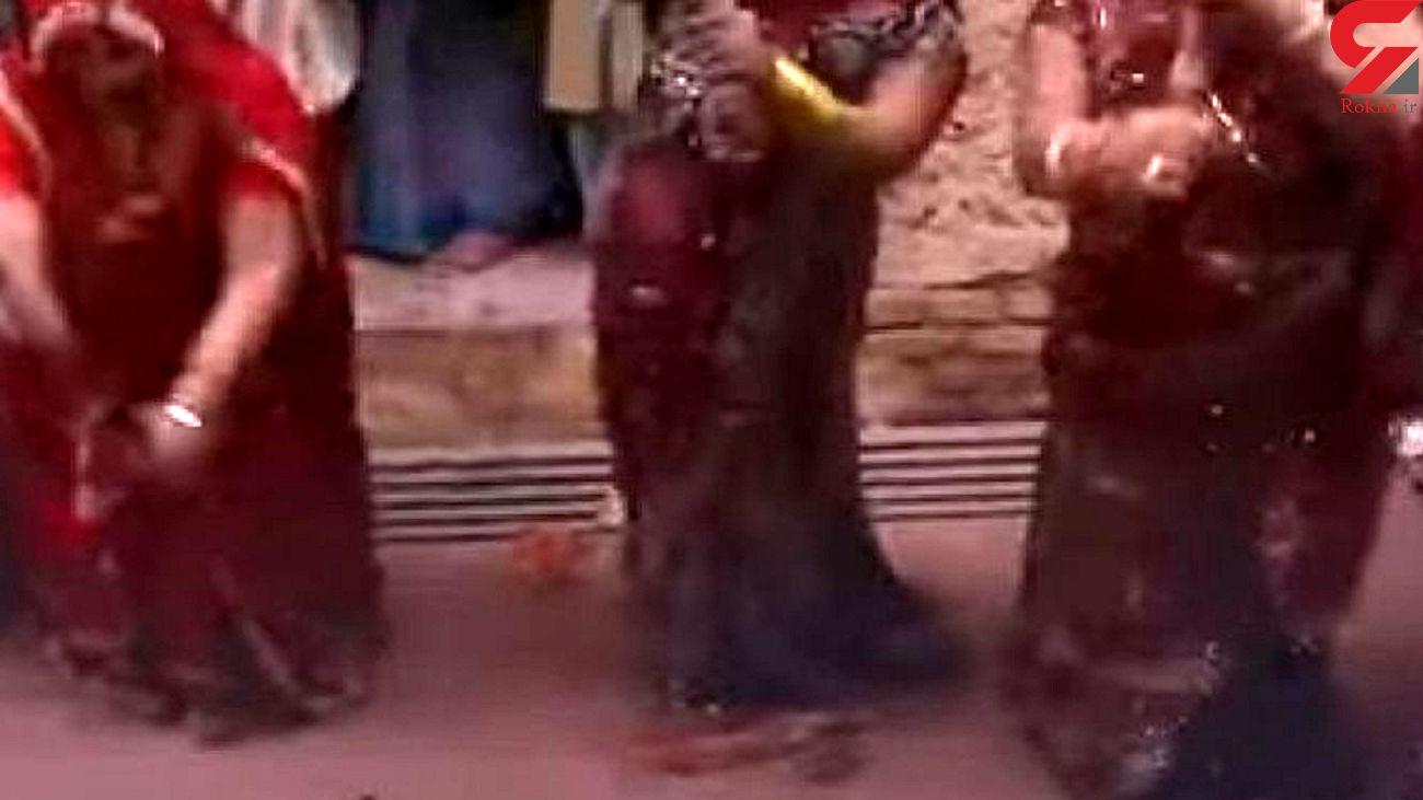 کتک خوردن مردان هندی از زنان برای حاصلخیزی زمین + فیلم