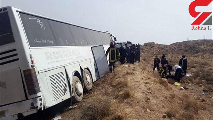 اجساد ۵ جانباخته واژگونی اتوبوس در مرودشت به پزشکی قانونی تحویل شد