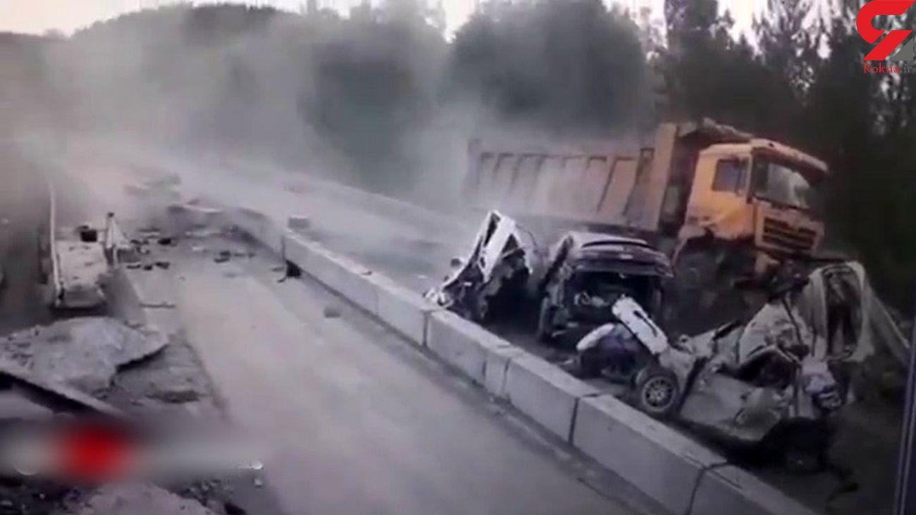 فیلم لحظه تصادف دلخراش / کامیون 4 خودرو را مچاله کرد + عکس