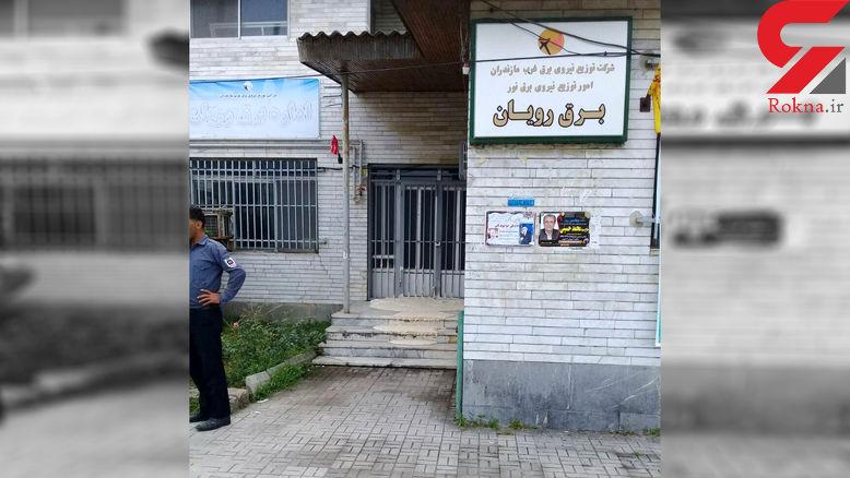 نانوا بخاطر خاموشی ها  خمیر خود را روی پله های اداره برق پهن کرد + عکس