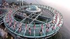 ورزش روی ترسناک ترین پل معلق شیشه ای جهان+تصاویر