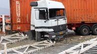 واژگونی کامیون با 2 زخمی در مهریز