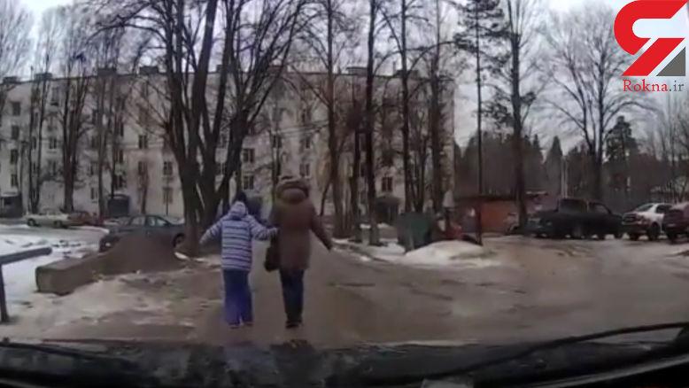 خودروی بی سرنشین مادر و دختری را زیر گرفت+فیلم وعکس