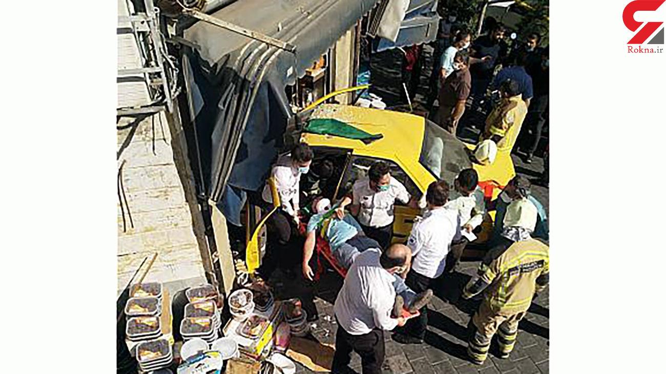 4 عکس عجیب از لحظه ورود تاکسی به مغازه مرد تهرانی / شوک در خیابان خواجه نصیر