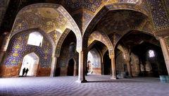 ریزش کاشیهای مسجد امام به دلیل فرسودگی !