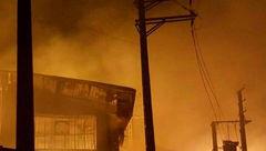 آتش در ۳ سوله ۵۰۰۰ متری چوب و مبل در بزرگراه آزادگان