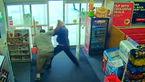 خونسردی این دزد را هنگام سرقت ببینید/ او در روز روشن غیب شد! + فیلم