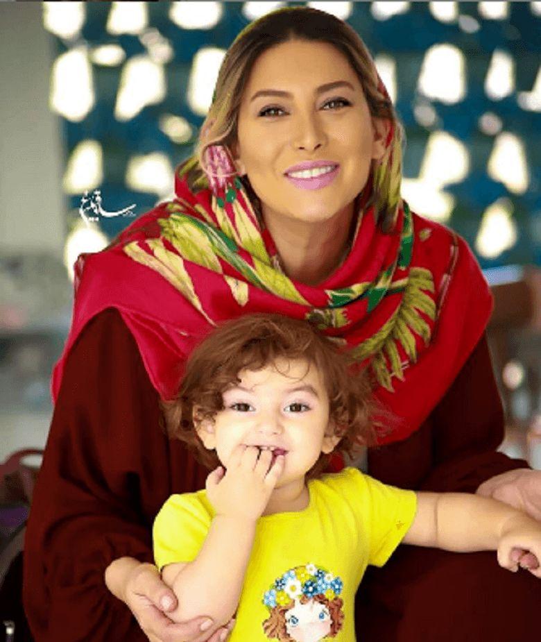 فریبا نادری با دختر بانمکش عکس گرفت.