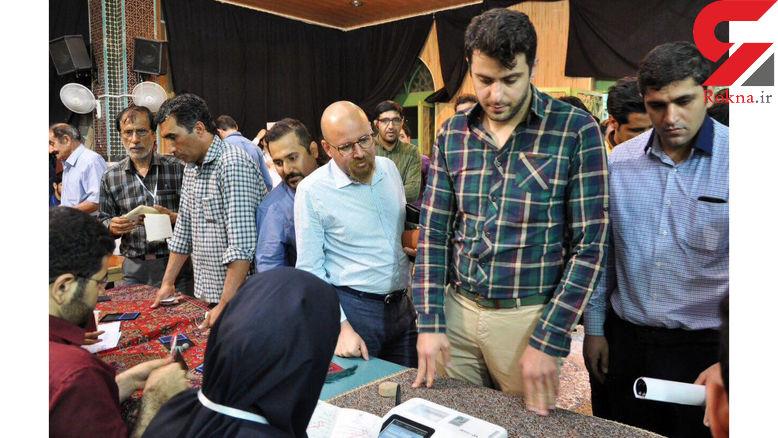 علی ضیاء در کاشان رأی خود را به صندوق انداخت