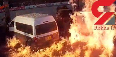 سرعت عمل دیدنی آتش نشانان در خاموش کردن آتش در پمپ بنزین + فیلم