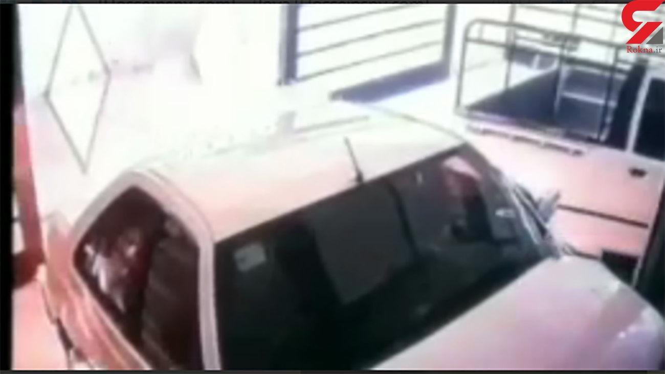 فیلم لحظه آتش زدن ماشین توسط مرد اهوازی