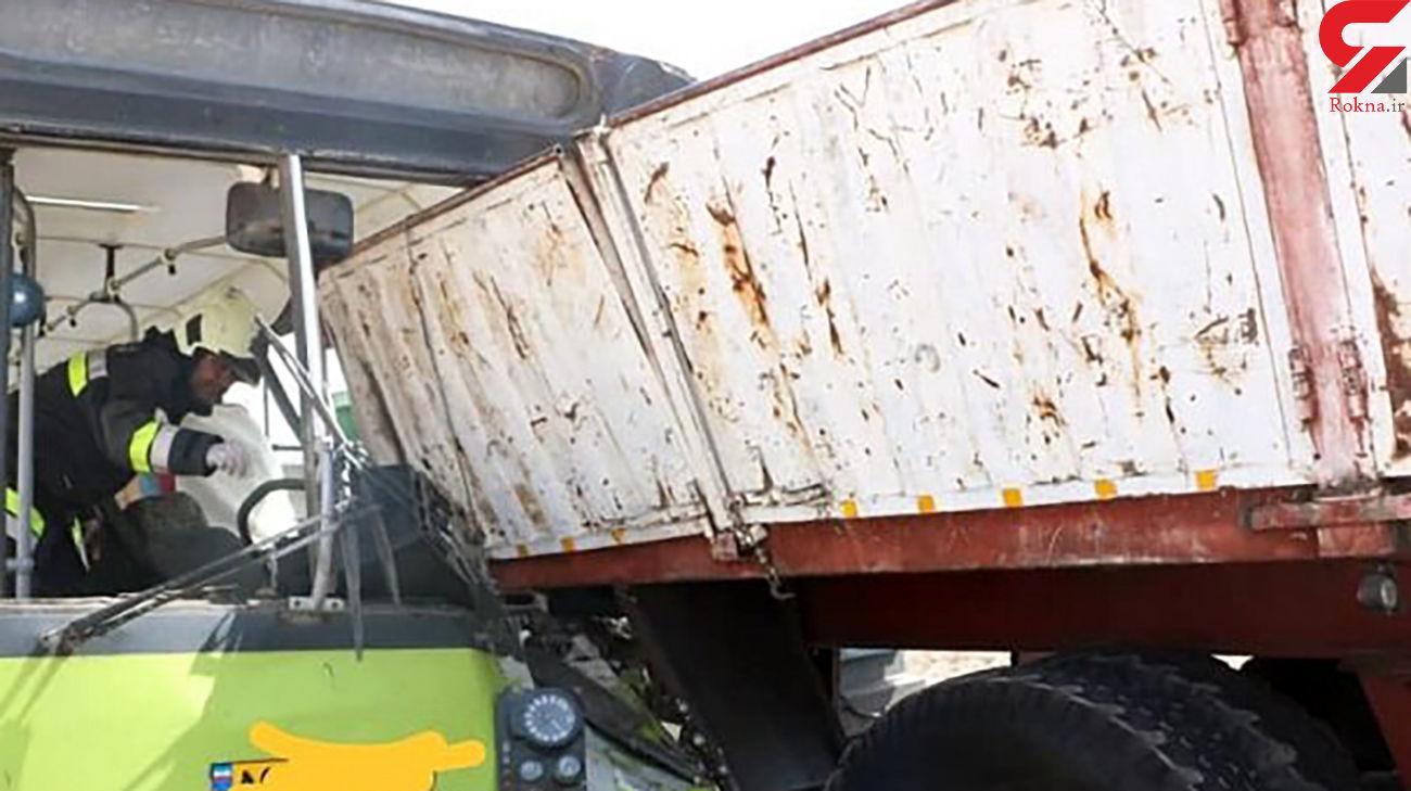 تصادف شدید تریلر با اتوبوس شرکت واحد/ در اصفهان رخ داد