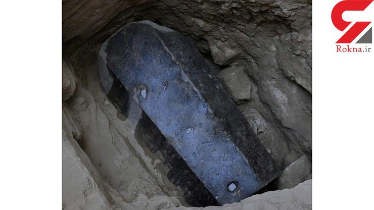یک تابوت سیاه مرموز پیدا شد +عکس