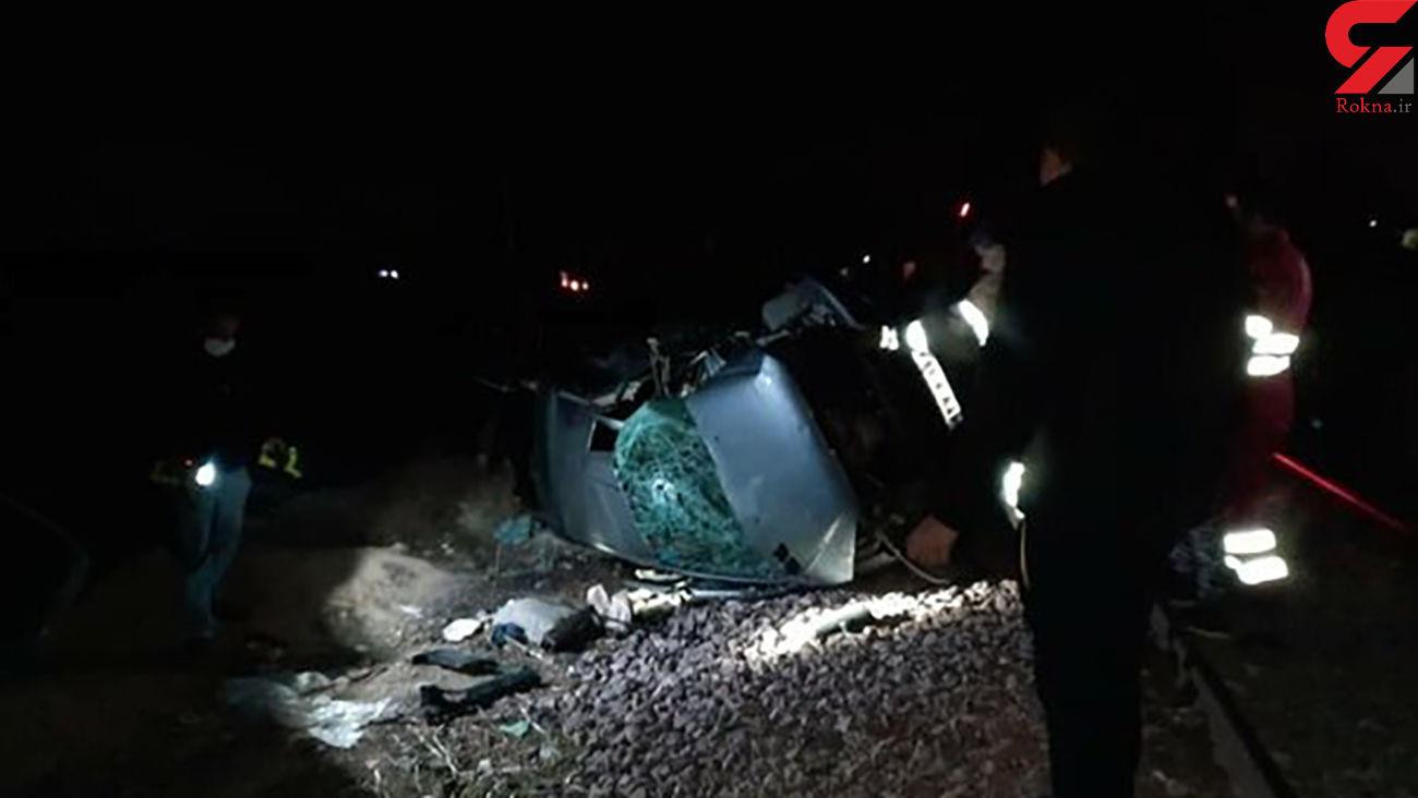 برخورد مرگبار قطار با پژو 206 در کرج/ یک نفر کشته شد + عکس