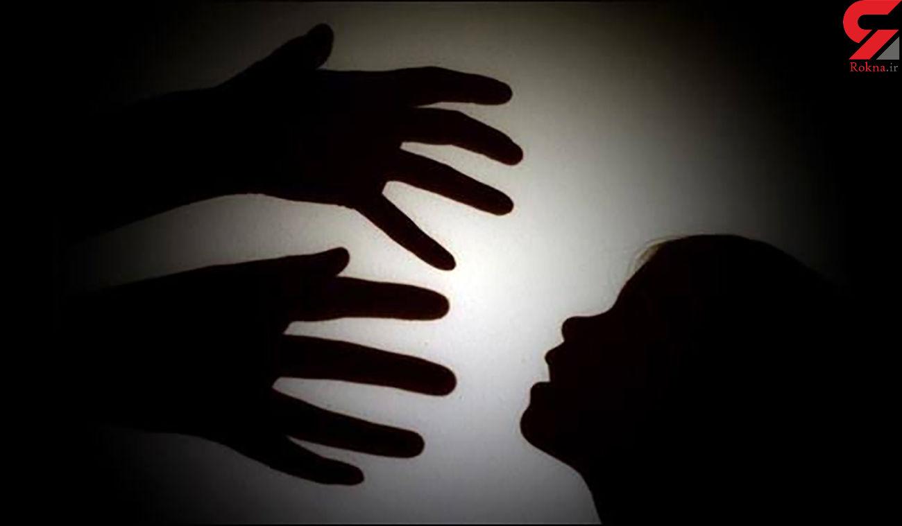 تن فروشی اجباری دختر 12 ساله / آتنا از دوست پدرش مادر شد