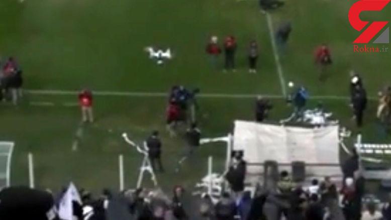 هوادار فوتبال با دستمال کاغذی هلیشات را سرنگون کرد! + فیلم