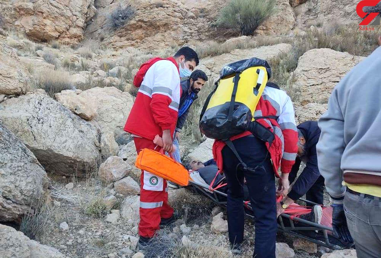 نجات فرد گرفتار در ارتفاعات کوه کهرود روستای ازان