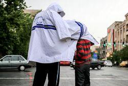اقدام زیبای پلیس سراوانی در روز بارانی +عکس