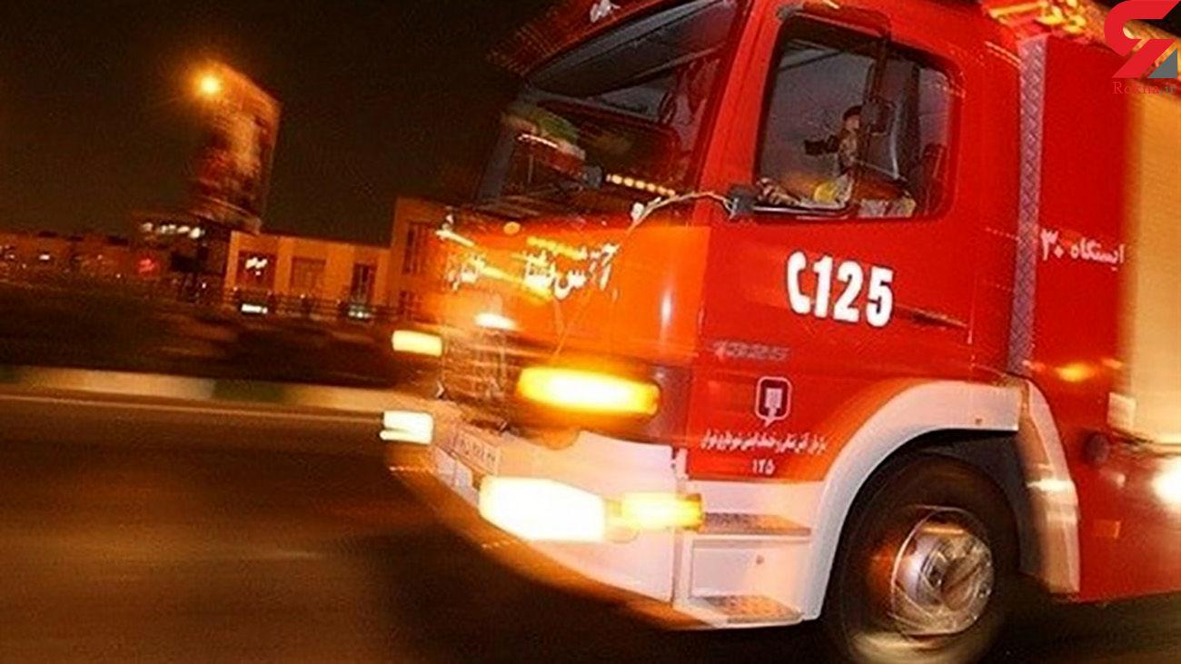 آتش سوزی در 2 کارگاه و انبار دمپایی و کفش در قم