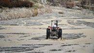 نجات راننده تراکتور گرفتار در سیلاب شیروان