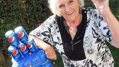 این خانم 64 سال است روزی چهار قوطی نوشابه مینوشد