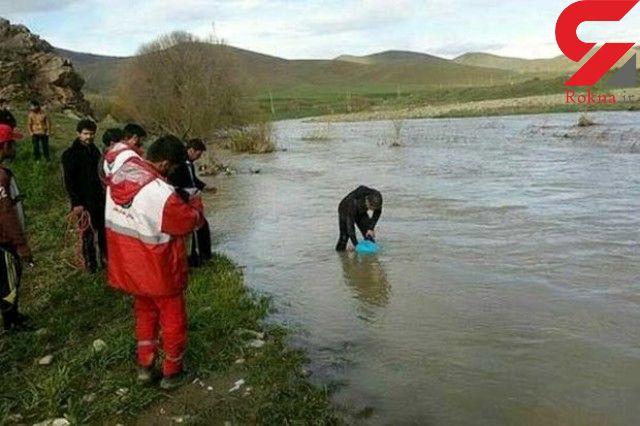 غرق شدن پدر یک خانواده و دختر 5 ساله اش در رودخانه آبنمای رودان