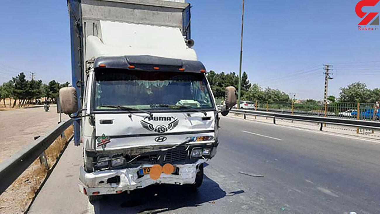واژگونی کامیونت در یزد 5 نفر را راهی بیمارستان کرد