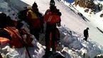 ۴۸ بسته از بقایای پیکر کشته شدگان هواپیمای تهران ـ یاسوج به پایین قله منتقل شد