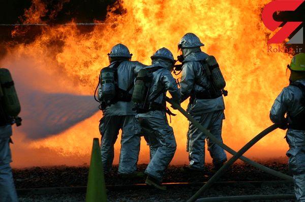 آتشنشانان آستارا سال نو را با مهار آتش آغاز کردند