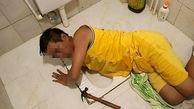 گیر افتادن مرد چینی داخل چاه توالت + عکس
