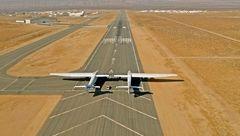 بزرگترین هواپیمای دنیا با بالهایی به بزرگی زمین فوتبال به پرواز درآمد